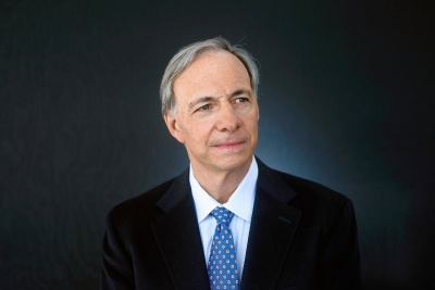 Dalio (Bridgewater): Η παγκόσμια οικονομία απειλείται από… ποικιλία πολέμων όχι μόνο εμπορικών