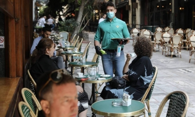 Εστιατόρια και καφέ για εμβολιασμένους και μη - Τι θα ισχύσει για τα γήπεδα - Πως θα λειτουργήσει η ψυχαγωγία από 15/7