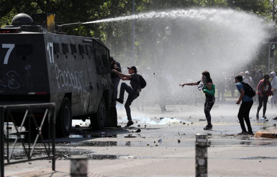 Συγκρούσεις με 7 νεκρούς στην Χιλή – Pinera: Είμαστε σε πόλεμο με έναν αδυσώπητο εχθρό