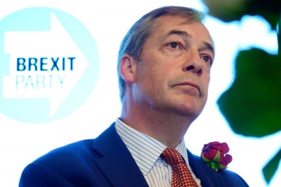 Εγκαταλείπει 43 έδρες ακόμη ο Farage προς όφελος των Τόρις του Johnson - Σε υψηλό 10ημέρου η στερλίνα