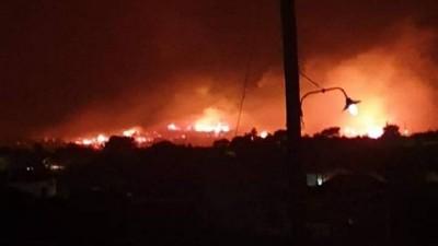 Σε εξέλιξη η φωτιά στη Ζάκυνθο, ενισχύθηκαν οι δυνάμεις της Πυροσβεστικής