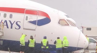 Κατέρρευσε το μπροστινό μέρος αεροπλάνου της British Airways στο Λονδίνο