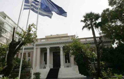 Σύσκεψη στο Μαξίμου: Πρόστιμα 5.000 ευρώ στους παραβάτες των μέτρων –  Διακοπή συνδέσεων με Αλβανία, Β. Μακεδονία, Ιταλία, Ισπανία