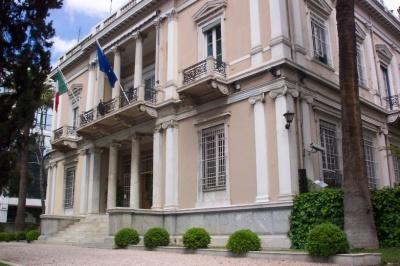 Επίθεση του Ρουβίκωνα με μπογιές στην ιταλική πρεσβεία στο κέντρο της Αθήνας
