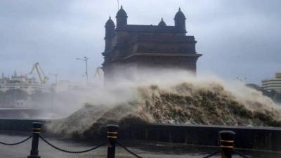 Ινδία: Ακόμη 77 άνθρωποι εξακολουθούν να αγνοούνται μετά το ναυάγιο λόγω του ισχυρού κυκλώνα