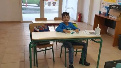 Ο 9χρονος Τάσος θα παρελάσει μόνος του με τη γαλανόλευκη στο Μαθράκι
