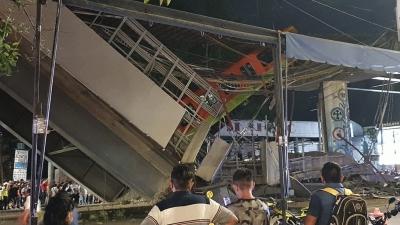 Μεξικό - Κατάρρευση γέφυρας του Μετρό πάνω σε αυτοκινητόδρομο