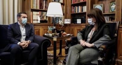 Σκληρή επίθεση Τσίπρα σε κυβέρνηση - Ζητά συμβούλιο πολιτικών αρχηγών για την πανδημία στην Ελλάδα - Συνάντηση με Σακελλαροπούλου