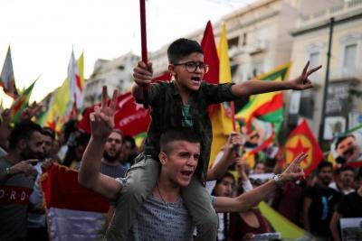 Εκατοντάδες Κούρδοι διαδήλωσαν στο Παρίσι, ζητώντας την επιβολή κυρώσεων στην Τουρκία