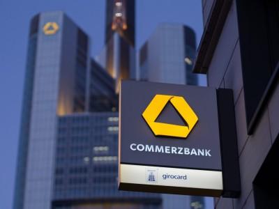 Έτοιμη η Commerzbank να περικόψει 7.000 θέσεις εργασίας και να κλείσει 400 υποκαταστήματα