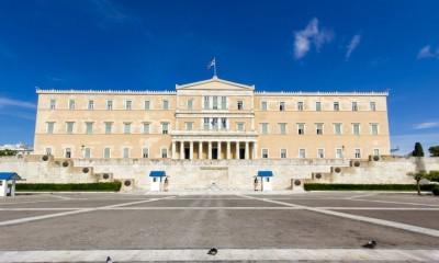Κυβέρνηση: Στρίβειν δια του lockdown 2 – Πάνε για αργότερα 3 κοινοβουλευτικές μάχες (εργασιακά, πανεπιστημιακή φύλαξη, όρια ανάθεσης)
