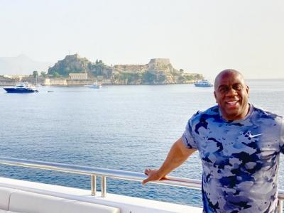 Μάτζικ Τζόνσον: Διακοπές στην Κέρκυρα! (video)