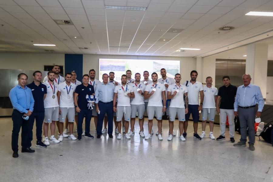Εθνική Πόλο: Έφτασε στην Ελλάδα με τα ασημένια μετάλλια στο στήθος