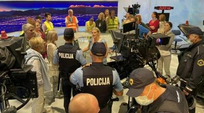 Σλοβενία: Αρνητές του κορωνοϊού και αντιεμβολιαστές εισέβαλαν στο στούντιο της δημόσιας τηλεόρασης