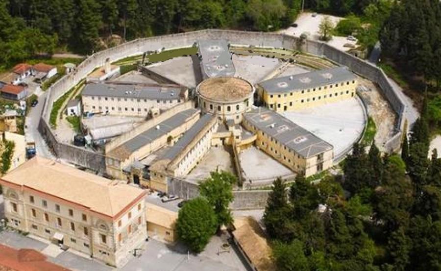 ΕΛ.ΑΣ: Οπλα και μαχαίρια εντοπίστηκαν σε έφοδο στις φυλακές Κέρκυρας