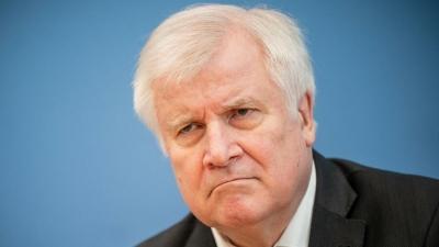Συμφωνία για μεταρρύθμιση του ασύλου λόγω του Αφγανιστάν αναμένει ο Seehofer
