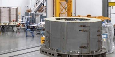 Ο πιο ισχυρός μαγνήτης του κόσμου σηκώνει αεροπλανοφόρο