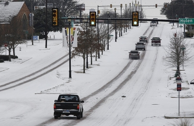 Γιατί το Τέξας, ο ενεργειακός πνεύμονας της χώρας, έχει παραλύσει από διακοπές στην ηλεκτροδότηση