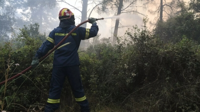 Φωτιά στα Σπάτα κοντά στο εκπτωτικό χωριό
