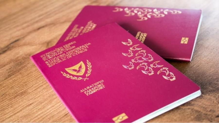 Bloomberg: Οι πλούσιοι Αμερικανοί σπεύδουν να αγοράσουν «χρυσά διαβατήρια» - Τιμές έως και 100.000 δολάρια