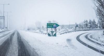 «Ζηνοβία»: Σε λευκό κλοιό όλη η χώρα - Αποκατάσταση της κυκλοφορίας στην Αθηνών - Λαμίας - Καραμανλής: Χωρίς διόδια η διέλευση των οδηγών