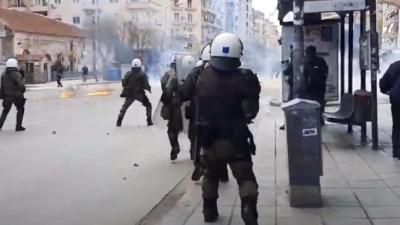 Επεισόδια στη Θεσσαλονίκη: Πετροπόλεμος, μολότοφ και χημικά μετά τη λήξη πορείας φοιτητών