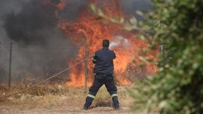 Καλύτερη η εικόνα της φωτιάς έξω από το στρατιωτικό αεροδρόμιο του Αράξου