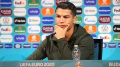 Euro 2020: Η UEFA θα επιβάλει πρόστιμα στις ομάδες αν οι παίχτες μετακινήσουν ξανά τα ποτά στις συνεντεύξεις τύπου!