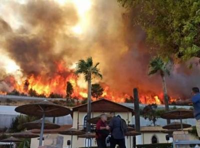 Πέντε τραυματίες από την πύρινη λαίλαπα στην Αχαΐα – Κάηκαν σπίτια, εκκενώθηκαν οικισμοί