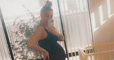 Έγκυος κομμώτρια διώχνει από πελάτες τους... εμβολιασμένους - «Λυπάμαι, κάνω το καλύτερο για την οικογένεια μου»