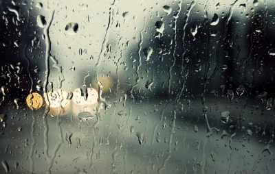 Καιρός: Βροχές, καταιγίδες και θυελλώδεις άνεμοι την Καθαρά Δευτέρα