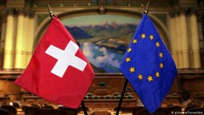 Guardian: Αρνητικοί οι Ελβετοί σε δημοψήφισμα για την άρση της ελεύθερης διακίνησης πολιτών της ΕΕ