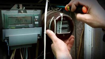 Αγρίνιο: Καταγγελία για επιχείρηση της ΔΕΗ που πήγε να κόψει το ρεύμα σε καρδιοπαθή εν μέσω καύσωνα