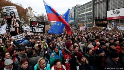 Διαδηλώσεις στη Σλοβακία κατά νόμου για πρόσβαση εμβολιασμένων σε δημόσιες εκδηλώσεις