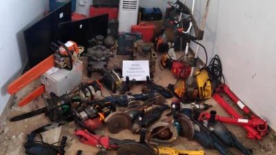 Είχαν ρημάξει εξοχικά, καταστήματα και αποθήκες στην Αμαλιάδα – Χειροπέδες σε τρία άτομα