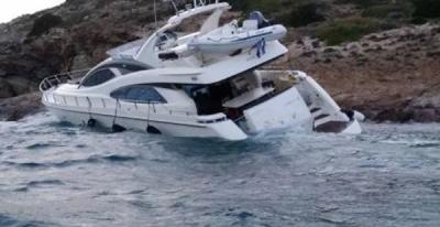 Προσάραξη τουριστικού σκάφους με 34 επιβαίνοντες σε βραχώδη περιοχή στη Νάξο