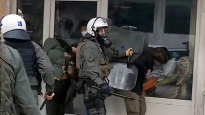 Θεσσαλονίκη: Βίντεο ντοκουμέντο αστυνομικής βίας κατά διαδηλωτών - Διοικητική έρευνα διενεργεί η ΕΛΑΣ