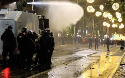 Αλβανία: Συγκρούσεις και δακρυγόνα στη διαδήλωση για το θάνατο 25χρονου από αστυνομικό