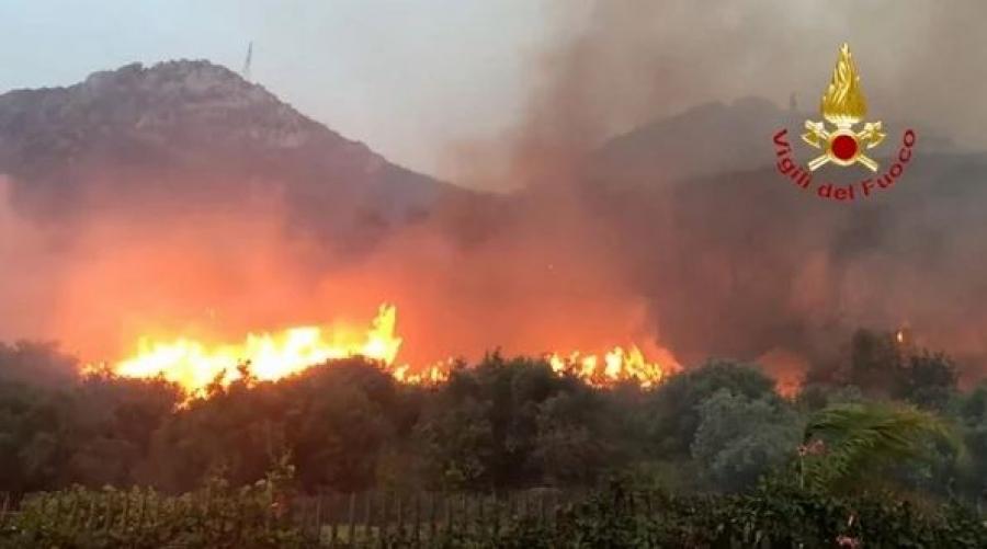 Ιταλία: Πάνω από 200.000 στρέμματα γης κάηκαν στη Σαρδηνία, 400 άνθρωποι απομακρύνθηκαν από τα σπίτια τους