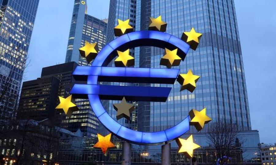 Η ΕΚΤ πιέζεται από τα «γεράκια»… αλλά η Ευρωζώνη βρίσκεται σε μια επικίνδυνη 10ετία αποπληθωρισμού