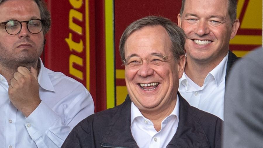 Το γέλιο… στοιχίζει στον διάδοχο της Merkel – Το 57% των Γερμανών τον επικρίνει για τη γκάφα