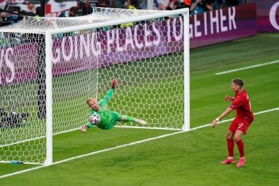 Αγγλία – Δανία 1-1: Απίστευτη επέμβαση Σμάιχελ σε κεφαλιά του Μαγκουάιρ (video)