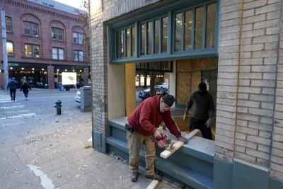 Η άλλη εικόνα των Αμερικανικών εκλογών (3/11) - Καταστήματα «οχυρώνονται» υπό τον φόβο επεισοδίων