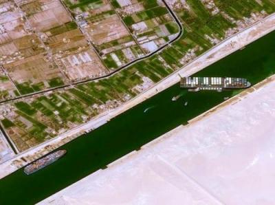 Σουέζ: Έρευνα για τα αίτια προσάραξης του πλοίου στη Διώρυγα  - «Ανθρώπινο λάθος» βλέπουν οι αρχές