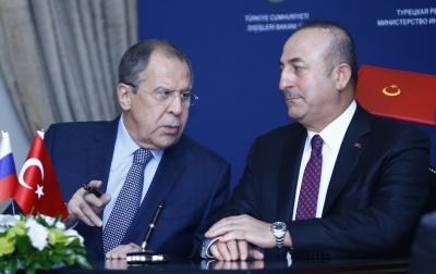 Cavusoglu σε Lavrov: Σταματήστε άμεσα τις επιθέσεις στη Συρία για να επέλθει εκεχειρία