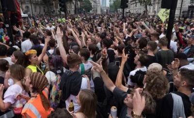 Δραματική προειδοποίηση από 1.200 επιστήμονες: Το άνοιγμα στην Αγγλία απειλεί τον πλανήτη