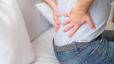 Πόνος στη μέση: Πότε πρέπει να απευθυνθούμε σε ιατρό