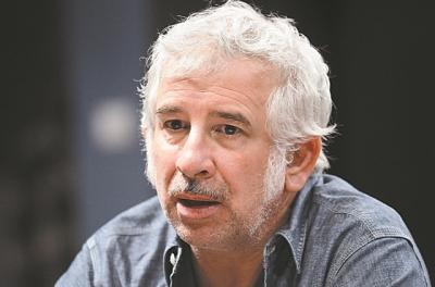 Ως ύποπτος για έναν βιασμό και δύο απόπειρες στον εισαγγελέα o γνωστός ηθοποιός Πέτρος Φιλιππίδης