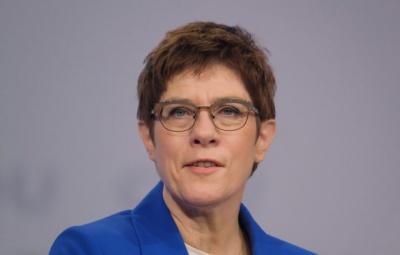 Έκκληση της Kramp - Karrenbauer στο SPD: Μην εγκαταλείψετε τον κυβερνητικό συνασπισμό