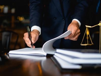 Ομαδικές αγωγές δικηγόρων για την επιστρεπτέα προκαταβολή